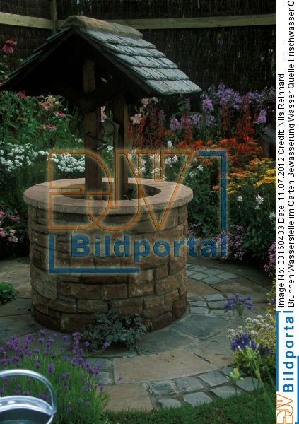 Titel: Brunnen Wasserstelle Im Garten Bewässerung Wasser Quelle  Frischwasser Grundwasser Dekoration. Bild No.