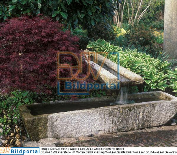 Titel: Brunnen Wasserstelle Im Garten Bewässerung Wasser Quelle  Frischwasser Grundwasser Dekoration. Bild No. 0003160442