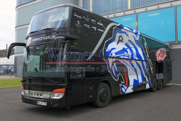 details zu 1003505938 mannschaftsbus der nuernberg ice. Black Bedroom Furniture Sets. Home Design Ideas