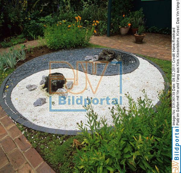 details zu 0003136139 platz im garten mit yin und yang djv bildportal. Black Bedroom Furniture Sets. Home Design Ideas
